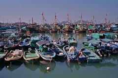 le de Cheung Chau - le port 4 (luco*) Tags: china port boats island bateaux hong kong chine chau le cheung flickraward flickraward5
