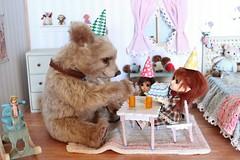Enjoying Tea and Cake With Friends. (Desertmountainbear) Tags: party tea handmade ooak sophie teddybear latidoll latiyellow tinybjd latiwhitebelle realisticbear desertmountainbear joannelivingston realisticteddybear