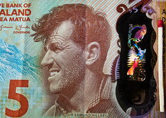 Electric Penguin (krapzapper) Tags: newzealand money detail macro penguin pentax five hologram note nz laser currency dollars k3 siredmundhillary krapzapper