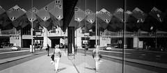 Kubuswoningen, Blaak (Hans de Meij) Tags: street blackandwhite reflection monochrome architecture analog rotterdam blaak nikonf100 135 bwconversion kodakektar100 reflectaproscan10t sigma24mm114dg