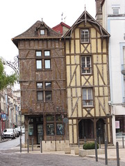 IMG_9129 (NICOB-) Tags: troyes ruelle monuments maison rue centreville aube colombages