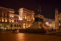 Mailand, Milano (Roman Achrainer) Tags: italien statue milano springbrunnen brunnen tram reiter domo pferd baum burg strassenbahn brse blten mailand mailnderdom schlos achrainer