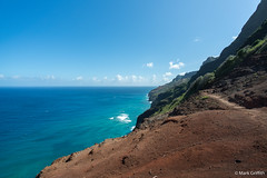 Red Cliffs, Sea and Sky (Mark Griffith) Tags: hawaii hiking hike northshore kauai napalicoast dayhike kalalautrail dawnpatrol 20160414dsc04306