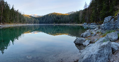 Spiegelungen im Eibsee (Alexander Burkhardt) Tags: berg see wasser alpen ufer wald stein spiegelung eibsee