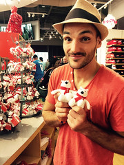 Coca Cola Museum - Atlanta (Ben Heine) Tags: atlanta usa man cute love smile hat shop museum visit cocacola redshirt teddybears ours cocacolamuseum benheine