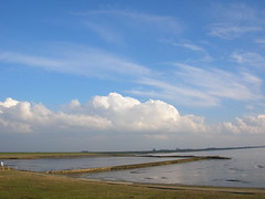 and I all the while bask in Heaven's blue smile (achatphoenix) Tags: sky clouds spring ostfriesland nuages printemps frühling dollart dollard eastfrisia spiegelreflexkamera
