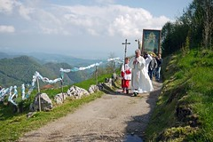 Religious procession (Rosmarie Wirz) Tags: madonna religion procession bergamo holypicture populartraditions