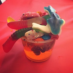 (Ryan Dickey) Tags: chicago cookies fruit shark soft treats chewy treat jello worms fruity flavors kidsday leoburnett gummyworms gummysharks snackcup