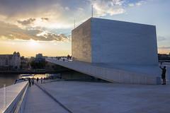 Oslo (Alvaro Lovazzano) Tags: viaje sunset oslo norway clouds canon atardecer mar opera europa europe edificio nubes noruega t3i nordico