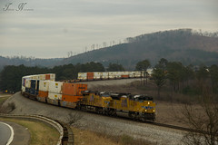 CSX Q048-27 at River Holdout (travisnewman100) Tags: railroad atlanta up train pacific union wa division ge freight csx subdivision emd intermodal sd70ah c45ah q048