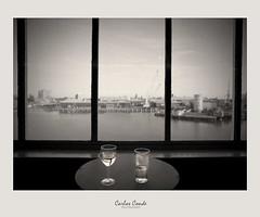 A pint and a glass of white wine (CarlosConde/Photography) Tags: uk blanco beer ferry canon eos harbour voigtlander cerveza 14 portsmouth 5d nokton vino pinta 58 reinounido santurce