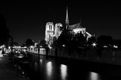 Paris - France 3P6A0793 (Ludo_M) Tags: city longexposure trip travel bw paris france seine night river pose noche town dock europa europe cityscape nightshot nacht wideangle stadt fluss citycenter nuit quai notte notredamedeparis ville cathedrale fleuve canonefs1022mmf3545usm blacksky grandangle poselongue efs1022mmf3545usm canoneos7dmarkii