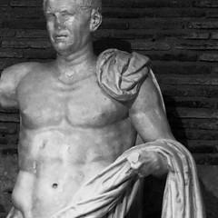 0701 - Lucio (Diego Rosato) Tags: statue blackwhite fuji tomb gimp statua cuts bianconero lucio x30 mausoleo imperator imperatore tagli planco munazio