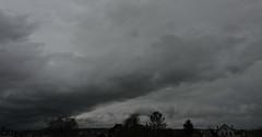 quand il s'tend (laetitiablabla) Tags: sky cloud france burgundy glory ciel nuage bourgogne yonne