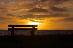 Parado (rod amaru) Tags: brazil sky sun praia beach grass brasil clouds sunrise canon bench banco son lagoon paisagem cu grama nuvens lagoa tapes rs riograndedosul nascerdosol 6d 70200mm lagoadospatos costadoce