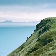 Lealt - Fuji Pro 160NS (magnus.joensson) Tags: cliff skye rock zeiss landscape coast scotland fuji sheep outdoor ns hill hasselblad shore pro isle 160 500cm sonnar 250mm lealt