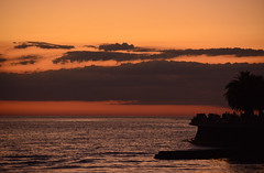 Atardecer en la rambla (rafaelaloy) Tags: sunset sky clouds uruguay atardecer tramonto cielo montevideo rambla