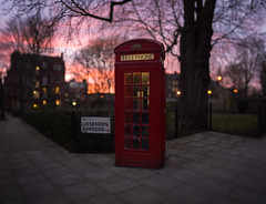 Sunset PhoneBooth (Edd Noble) Tags: light sunset night bokeh phonebooth phonebox canonfd85mmf12 bokehrama bokehpanorama brenizermethod sonya7 fullspectrumcamera kolarivisionhotmirror