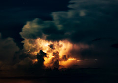 Lightning inside a Stormcloud (betadecay2000) Tags: travel sea rain weather port see meer outdoor urlaub himmel wolken reis darwin thunderstorm australien northern ta gewitter strom regen dunkel wetter territory australie weer holyday sturm austral unwetter ozean austrralia gewittrig benfont