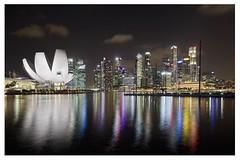 Marina bay (Singapur) (alvaromoneo) Tags: light building art luz skyline museum night marina luces bay noche asia arte science business bahia museo alvaro moneo singapur ciencia rascacielos isiegas alvaromoneohotmailcom