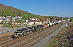 Mighty Oval on the Mighty Keystone: 3 (craigsanders429) Tags: railroadtracks norfolksouthern tankcars norfolksoutherntrains ns1066 nsheritagelocomotives leetsdalepennsylvania tankertrains crudeoiltrains nsnewyorkcentralheritageunit