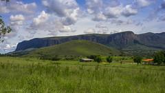 A caminho da Cachoeira Casca d'Anta (Lienio Medeiros) Tags: verde green brasil clouds minas gerais cu da serra cachoeira mato canastra casca nvens danta lieniomedeiros