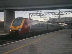 221106 @ Milton Keynes Central (ianjpoole) Tags: london working trains virgin chester euston willem barents 221106 1a55