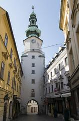 Bratislava (Valentn Snchez Tiemblo) Tags: tower cityscape torre sigma bratislava eslovaquia 175028 stmichaelsgate d5300
