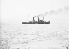 Sampo; jnmurtaja jiden keskell (KansallisarkistoKA) Tags: icebreaker sampo jnmurtaja