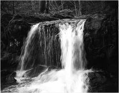 cascade - fort de Sewen - Alsace - France (JJ_Rey) Tags: bw france mountains analog forest montagne waterfall noiretblanc 4x5 cascade ilford fp4 moutains largeformat fort vosges argentique montagnes sewen rodenstock 45a sironarn 150mmf56 toyofield