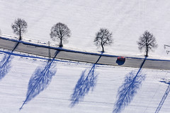 Red Car - 84 (Aerial Photography) Tags: road schnee trees winter shadow snow tree by landscape mood aerial landschaft bume schatten baum deu sta stimmung redcar luftbild leaftree gauting luftaufnahme obb lineoftrees bayernbavaria deutschlandgermany rotesauto laubbaum strase deciduoustree baumreihe rowoftrees unterbrunn landstrase foliagetree 05012002 fotoklausleidorfwwwleidorfde gautinglkrstarnberg d3018618 st2349 weslingerstrase