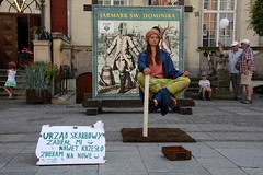 Menschliches, Allzumenschliches ! (Giangaleazzo) Tags: life street city summer india art girl yoga canon children eos europe strada play arte magic baloon young levitation poland enjoy stick polonia sliceoflife maga youngpeople ragazza citt magia artisti pallone levitazione 40d prodigio lifeinthestreets