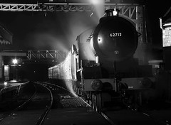 NVR 42477bwcr (kgvuk) Tags: nightphotography station trains railwaystation locomotive railways 440 steamtrain steamlocomotive morayshire nvr wansford nenevalleyrailway d49 62712 wansfordrailwaystation