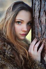 Isabella M. (vince_enzo) Tags: portrait tree girl beautiful beauty canon fur eos 50mm model natural bokeh no fake disney occhi fairy curly blonde stm albero ritratto fata verdi 6d pelliccia bionda