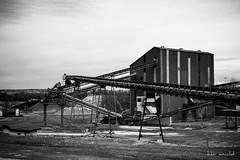 Noir et blanc (Didier Mouchet) Tags: blackandwhite nikon noiretblanc industrie  usine gravier hautesavoie thonon thononlesbains  dranse gravire d5300    didiermouchet