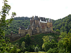 Burg Eltz (kenjet) Tags: building castle history stone architecture century forest germany landscape burgeltz medieval structure wald burg eltz eltzcastle