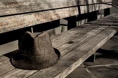Loneliness (SMG_87) Tags: canon urbana soledad sombrero misterio cursofotografia 1100d centrocomercialaragonia