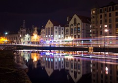 Color trails in Leith (Dimitris&Ruze) Tags: city uk longexposure nightphotography colors dark scotland edinburgh cityscape pentax britain outdoor streetphotography escocia canals leith nightshots reflexions edimburgo k50 theshore waterreflexions colortrails nightreflexions