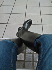 Waiting for the train (northseaboy) Tags: schnee snow rain station train river wasser boots zug rubber jeans riding nora gelb wellingtonboots bahn wellies waders rubberboots gummistiefel wellingtons gummihandschuhe gayrubber reitstiefel watstiefel gummistövlar gummireitstiefel regensachen