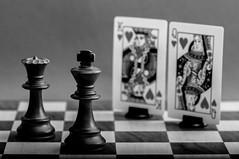 The meeting... (tounesse) Tags: blackandwhite bw macro monochrome king heart noiretblanc creative chess meeting coeur queen dame reine playingcard chessboard checs rencontre roi 105mm d90 pocketwizard chiquier profondeurdechamp sb900