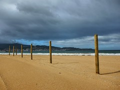 Praia Amrica 04 un da de lluvia (Pepe Fernndez) Tags: autumn mar paisaje nubes otoo olas gaviotas panxn nigrn playaamrica praiaamrica