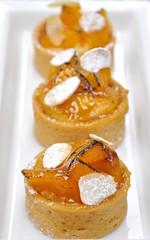 Peach & Almond Tart (Peter Arthold) Tags: al frangipane lounge peach almond riyadh mandel almendra mandorla amande amndoa fursan peachalmondtart peterarthold amandula alfursanlounges