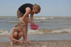 Collect (thomas druyen) Tags: woman strand meer wasser outdoor daughter wife frau nordsee schssel tochter friedrichskoog sammeln muscheln ehefrau fse