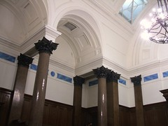 Corinthian columns at the courthouse in St George Building, Liverpool (14th Apr 2016) (RETRO STU) Tags: liverpool beatles limestreet corinthianorder stgeorgebuilding neoclassicalarchitecturalstyle victoriancourtroom