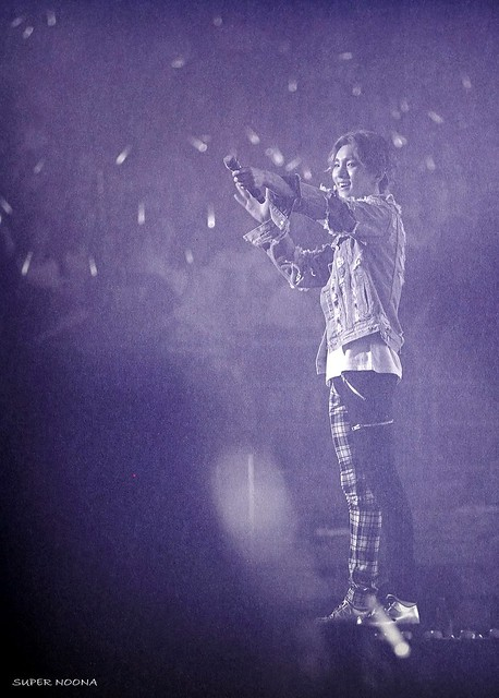 160421 SHINee @ Photobook SHINee World Concert IV 26611836682_1882cbcba7_z