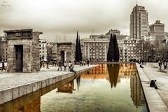 La arquitectura es el gran libro de la humanidad... (Leo ) Tags: madrid parque bw color arquitectura edificios agua gente bn estanque templo reflejos debod