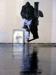 le mec en face (YOUGUIE) Tags: streetart paris pasteup tv collages wheatpaste reflet télé écran encombrants murmure leopipo leoetpipo