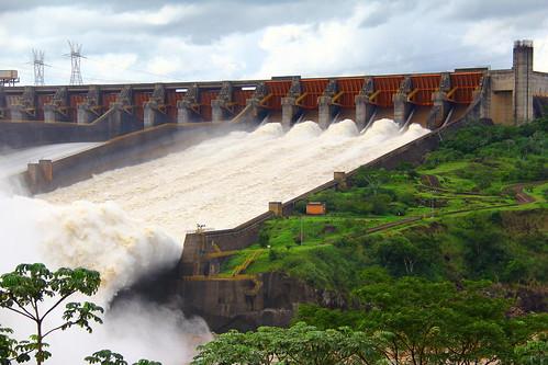 Vertedouro - Itaipu - Foz do Iguacu / Brasil