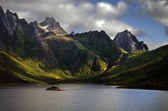 sildpollnes mountains 1c (Bilderschreiber) Tags: wood mountains green norway islands norge norwegen berge fjord grün wald lofoten inseln sildpollnes