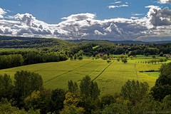Paysage valle du Lot (Sbastien Vermande) Tags: trees summer cloud france field forest landscape countryside hill meadow lot arbres prairie 1001nights t nuages paysage campagne fort champ colline midipyrnes sigma150 canon7d 1001nightsmagiccity vermande